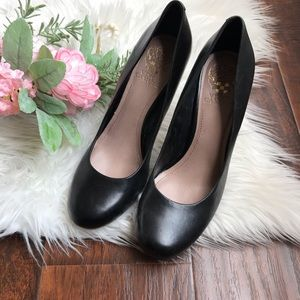 Vince Camuto Black Leather around Toe Pumps